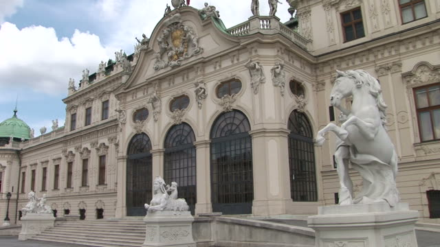 viennaview of belvedere castle in vienna austria - österreichische kultur stock-videos und b-roll-filmmaterial