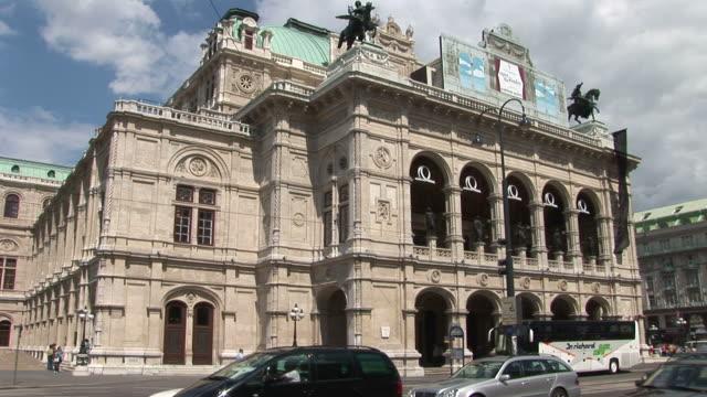 viennaview of opera house in vienna austria - österreichische kultur stock-videos und b-roll-filmmaterial