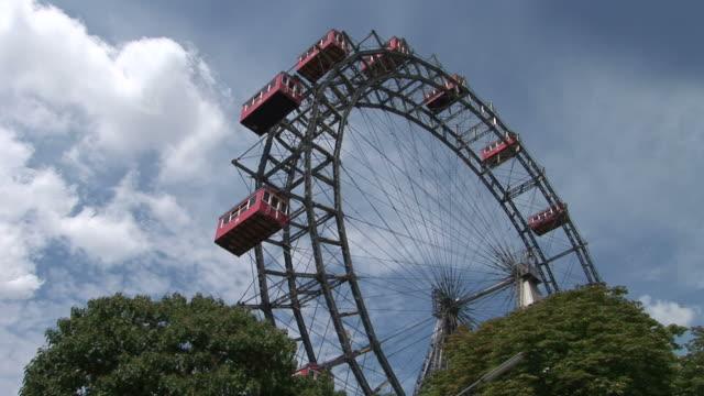 viennaview of prater's giant ferris wheel in vienna austria - プラーター公園点の映像素材/bロール