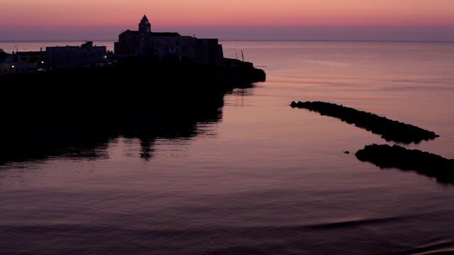 Vieste Italie au lever du soleil