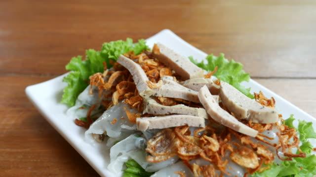 vídeos de stock, filmes e b-roll de comida de vietnam, envoltório de almôndega vietnamita - comida salgada