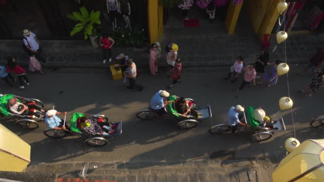 vietnam hoi an street directly above. tourists with rickshaw - vietnam stock videos & royalty-free footage
