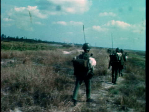 highway 13 fighting / chum dunah refugees vietnam highway 13 ext bv arvn in sep positions pan soldier zoom in arvn creep forward across sandy open... - vietnam war stock videos & royalty-free footage