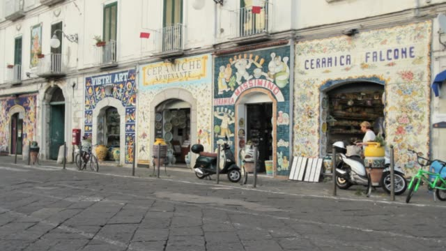 vietri city and the colorfull artigianal ceramic shops - prodotti in ceramica video stock e b–roll