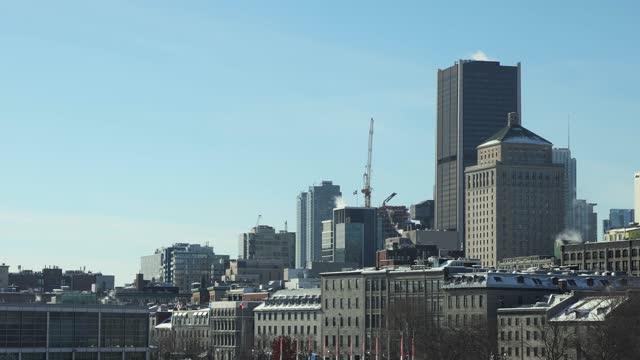 ヴューモントリオールとダウンタウンウィンターアッパーストーリーは、晴れた冬の日にスカイライン - モントリオール旧市街点の映像素材/bロール