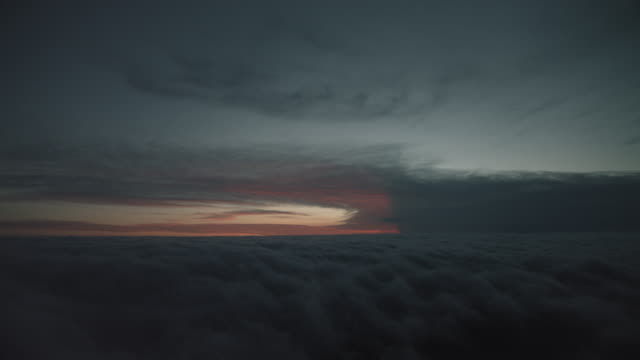 stockvideo's en b-roll-footage met view above the clouds at dusk - atmosfeer