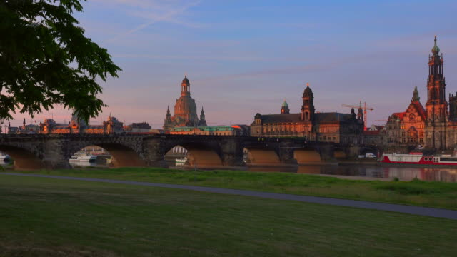 view across elbe river towards bruehl's terrace with academy of fine arts and frauenkirche, church of our lady, dresden, saxony, germany - kuppeldach oder kuppel stock-videos und b-roll-filmmaterial
