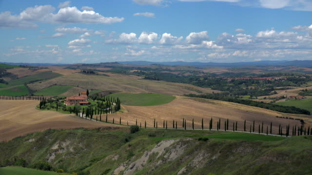 view across fields with country house, landscape of crete senesi, province of siena, tuscany, italy - masseria video stock e b–roll