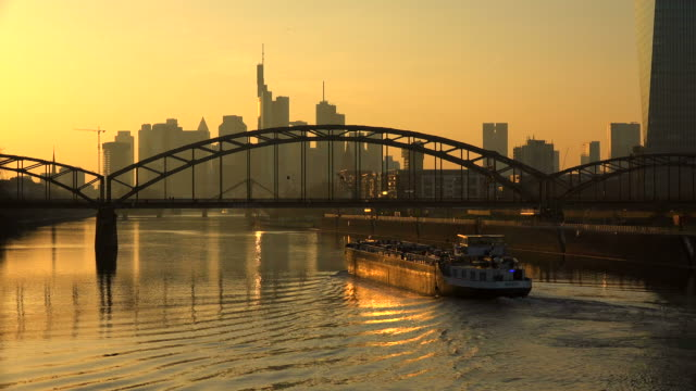 view across main river towards deutschherrn bridge and skyline of frankfurt am main, hesse, germany - establishing shot点の映像素材/bロール