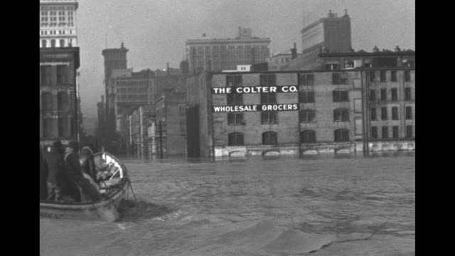 vídeos y material grabado en eventos de stock de view across the ohio river of the 4th vine tower and the colter co wholesale grocers warehouse as men in a boat pass pov moving under a bridge and... - río ohio