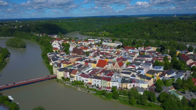 vídeos de stock, filmes e b-roll de view across the old town of wasserburg am inn, upper bavaria, bavaria, germany - alta baviera