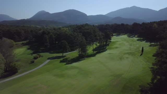 vidéos et rushes de view aerial of golf in france - terrain de golf