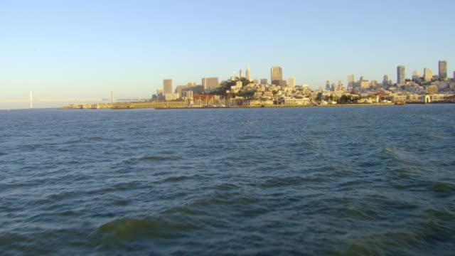 vídeos y material grabado en eventos de stock de ls aerial view approach from water towards marina district and downtown / san francisco, california, united states - bahía de san francisco