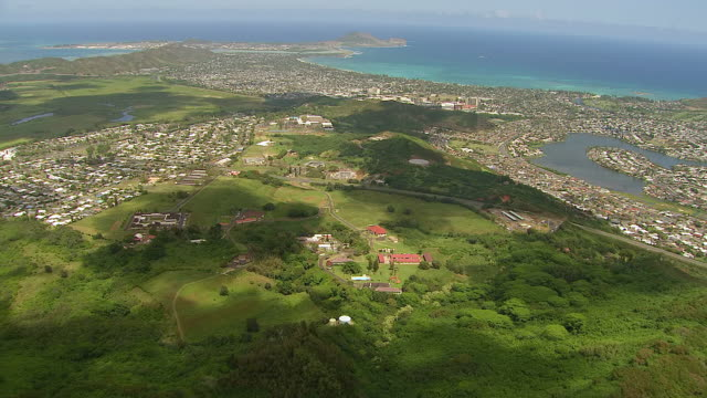 ws aerial view approaching from mountain to homes on hills on island of oahu / hawaii, united states - oahu stock videos and b-roll footage