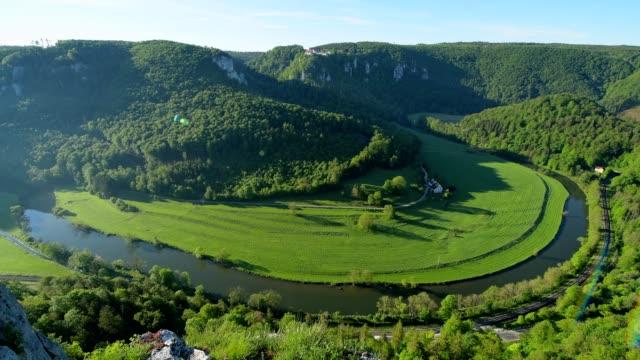 vidéos et rushes de view at danube river, oberes donautal, irndorf, beuron, swabian alb, swabian jura, baden-württemberg, germany - river danube