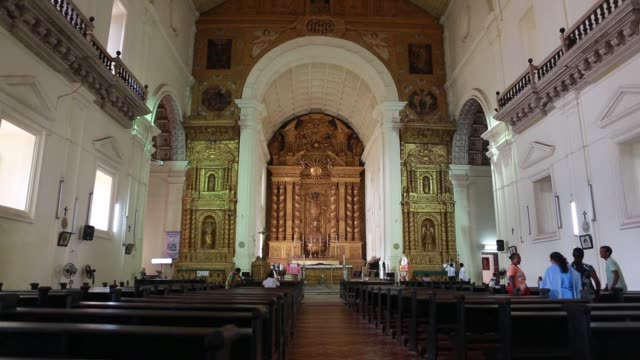 view at the altar inside the basilica do bom jesus a unesco world cultural heritage located in goa the grave of francis xavier one of the first... - basilika stock-videos und b-roll-filmmaterial