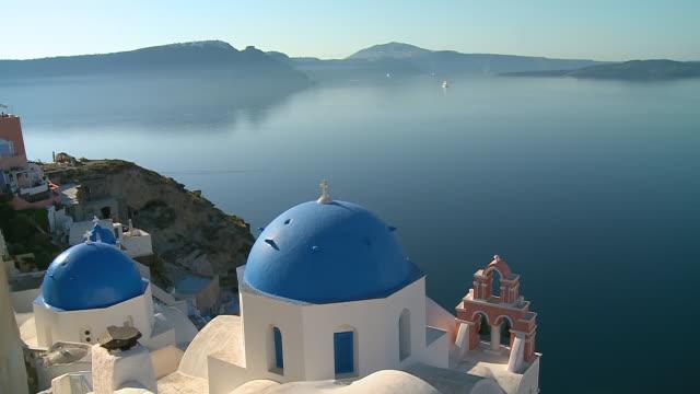 ws view caldera with church dome / santorini, cyclades, greece - サントリーニ島点の映像素材/bロール