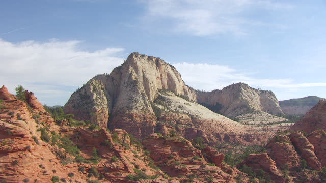 vidéos et rushes de ms aerial tu view flying over buttes at zion national park / utah, united states - roche sédimentaire