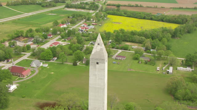 vídeos y material grabado en eventos de stock de ms aerial view flying over top jefferson davis birthplace monument / fairview, kentucky, united states - obelisk