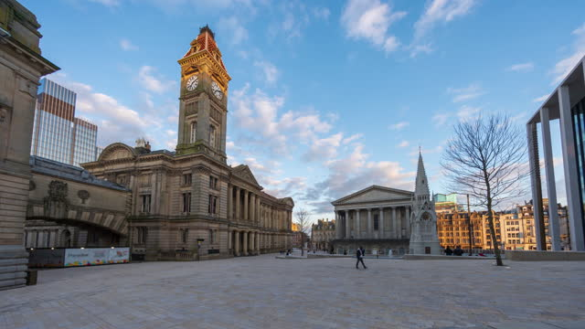 view fo birmingham old town square in birmingham city centre - 4k time-lapse - west midlands stock videos & royalty-free footage