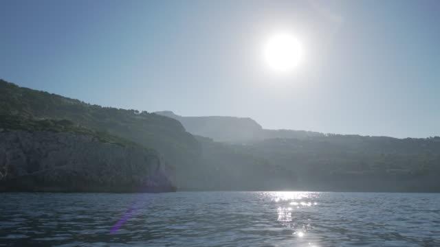 vídeos y material grabado en eventos de stock de view from a boat on the coast of capri in italy - perspectiva desde una barca