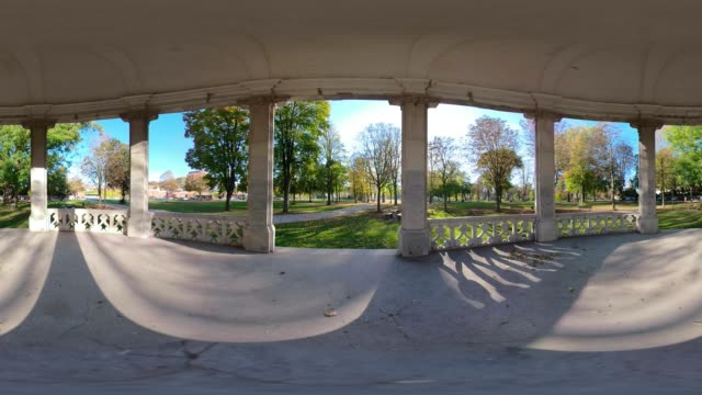 360 VR / View from a gazebo