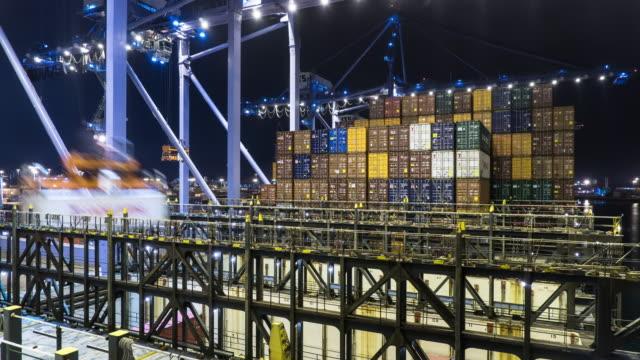 Weergave van een schip als Containers worden geladen - Time Lapse