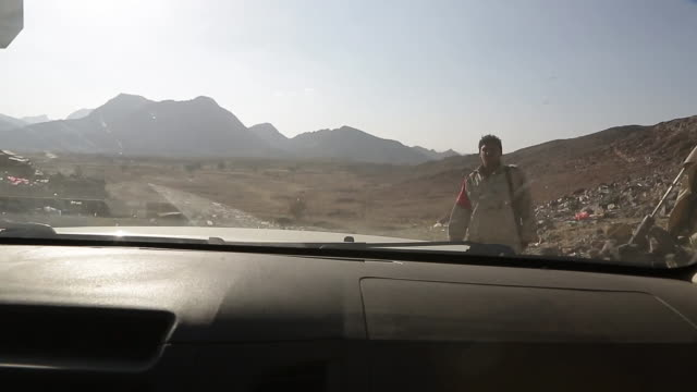 view from a yemeni army truck as it climbs a mountain close to the capital sana'a which is currently occupied by houthi rebels - blocco stradale video stock e b–roll