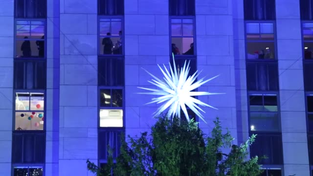 view from above of the rockefeller center christmas tree, with swarovski star atop, during the 87th annual rockefeller center christmas tree lighting... - illuminazione dell'albero di natale del rockefeller center video stock e b–roll