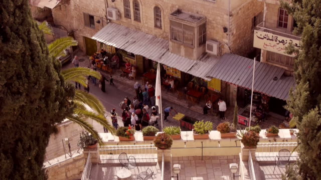 view from above on a busy street in jerusalem old town - vereinte nationen stock-videos und b-roll-filmmaterial