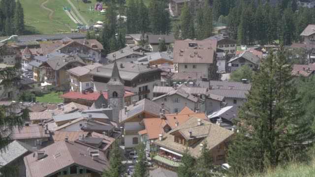 view from above over canazei, fassa valley, province of trento, south tyrol, italian dolomites, italy, europe - canazei video stock e b–roll