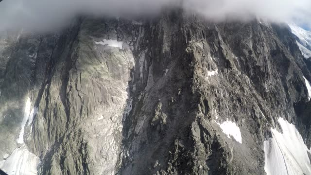 view from aiguille du midi cable car travelling down to chamonix, france - auvergne rhône alpes stock videos & royalty-free footage
