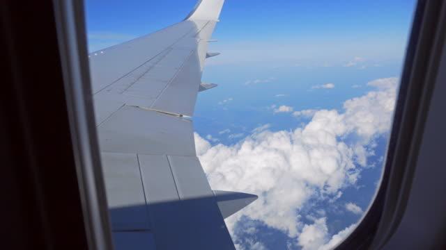 vidéos et rushes de vue depuis la fenêtre des avions pendant le vol - admirer le paysage
