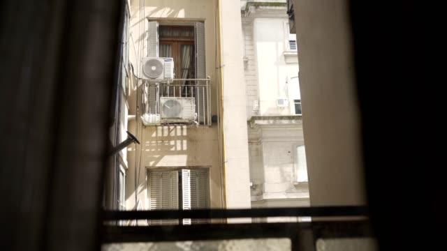 vídeos de stock, filmes e b-roll de vista do balcão - facade