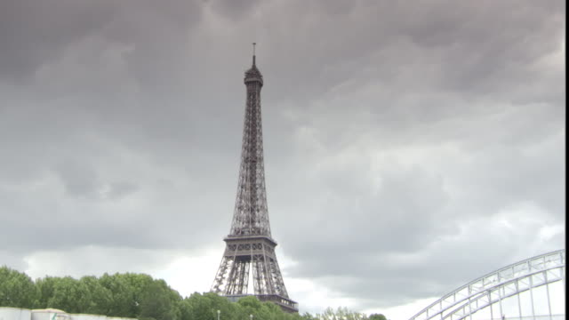 ms td pov view from boat of eifel tower, seine river, boats and bridge / paris, '_le-de-france, france - river seine stock videos & royalty-free footage