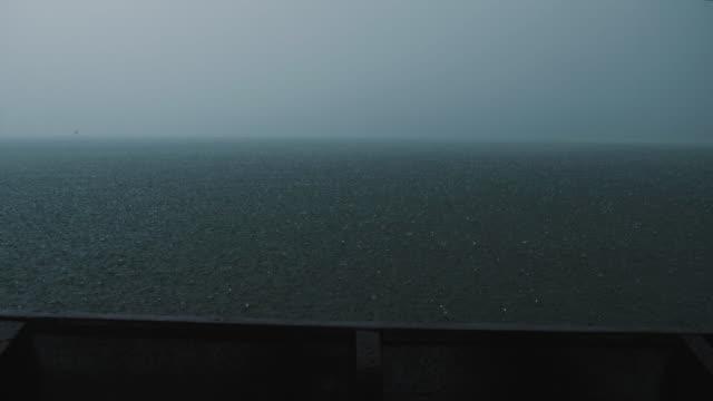 vídeos y material grabado en eventos de stock de vista desde el barco con lluvia y tormenta de lluvias - azul oscuro