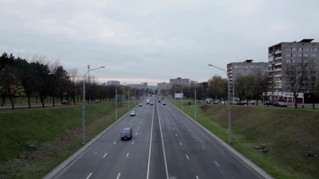 Blick von der Brücke auf die Highway