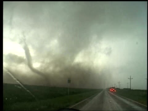 vidéos et rushes de view from car driving down route 207 through heavy rain and hail in wake of tornado, south plains, texas; 12 may 2005 - mauvais présage