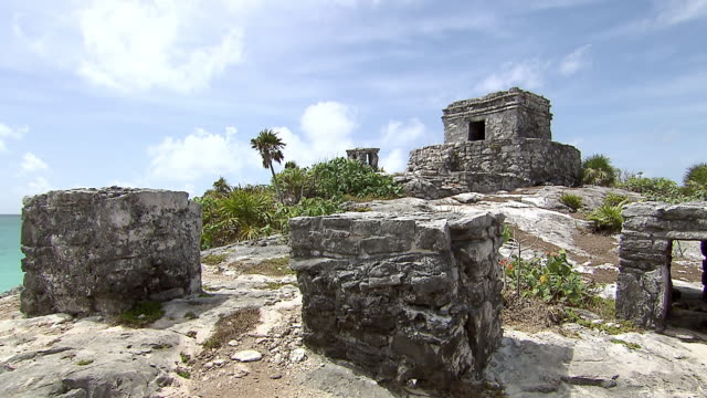 ws pan view from caribbean sea to tulum oratory structure / tulum, quintana roo, mexico - tulum mexico stock videos & royalty-free footage