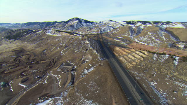 ws pov aerial view from denver into foothills of rocky mountains / denver, colorado, usa - land vehicle stock videos & royalty-free footage