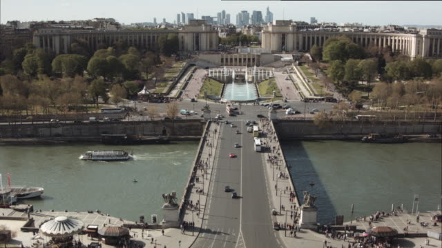 view from eiffel tower (pont de lena) 1 - fluss seine stock-videos und b-roll-filmmaterial