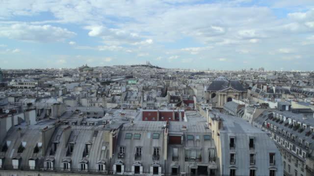vidéos et rushes de pov view from ferris wheel of rue de rivoli, rooftops and paris skyline extending to sacre coeur, paris, france - couverture