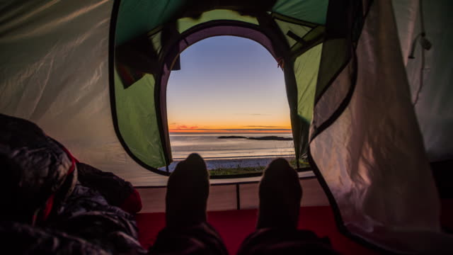 view from inside a tent on the sea at sunset - tenda da campeggio video stock e b–roll