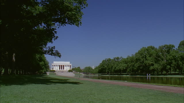 ws pan view from lincoln memorial to washington monument / washington dc, usa - unknown gender stock videos & royalty-free footage