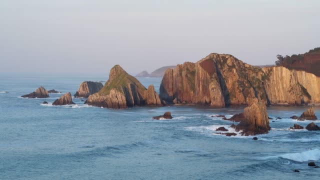 stockvideo's en b-roll-footage met view from playa de la gueirua to punta nodedal at sunset. - noord atlantische oceaan