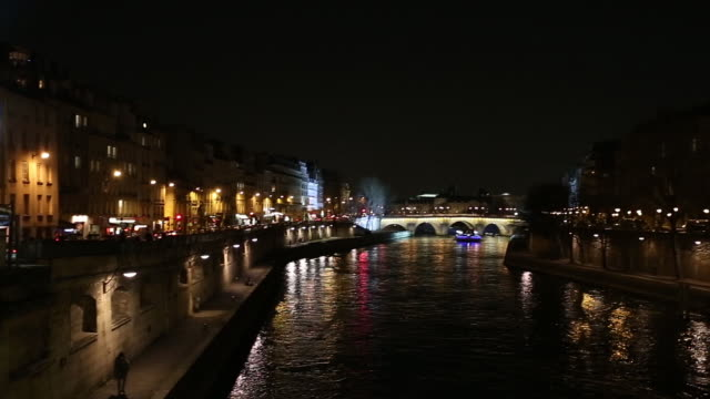 view from pont neuf bridge at night - river seine stock videos & royalty-free footage