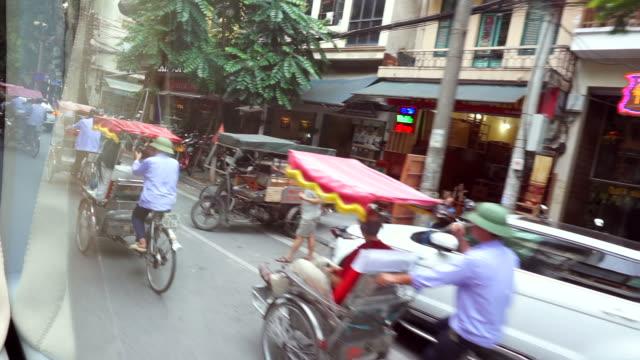 vidéos et rushes de vue du bus public au vietnam - phare avant de véhicule