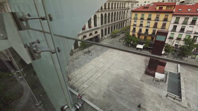 vídeos y material grabado en eventos de stock de vista del ascensor del museo reina sofía - cambio de oficina