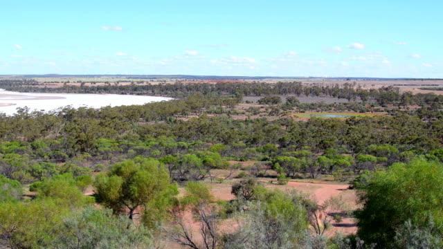 visa från klippformation engblom rock över buskvegetation i vetebältet. västra australien - western australia bildbanksvideor och videomaterial från bakom kulisserna