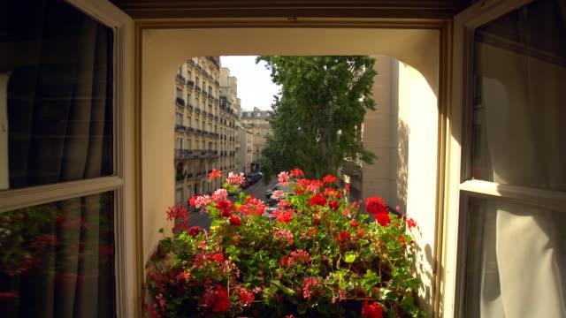vidéos et rushes de vue de la chambre à paris - regarder par la fenêtre